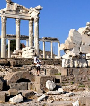 pergamon, gallpoli and troy tour from Ephesus